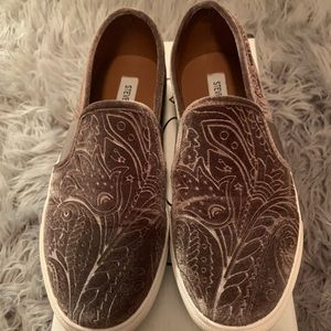 Steve Madden EvanGel Taupe Closed Toed Loafers 8.5